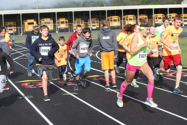 Runners support cross country team