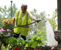 Castle Rock America in Bloom Team beautifies Gateway Park