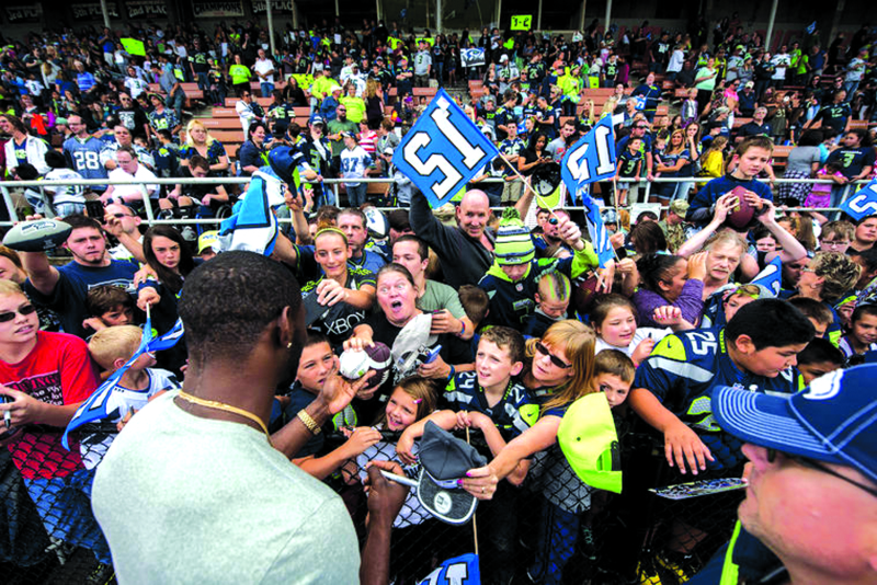Seahawks 12 Tour Visits Lewis County