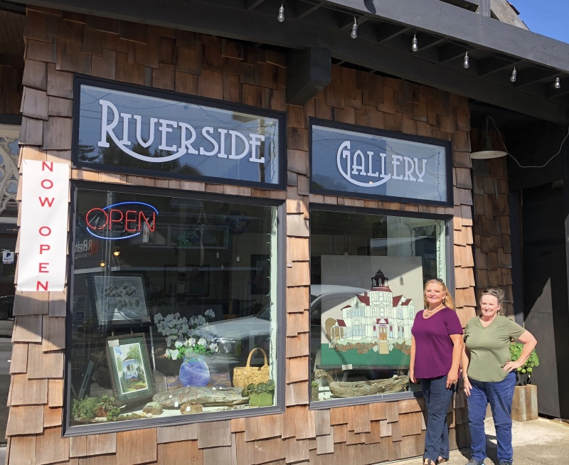Founders Mary Irwin and Robin Davis have coordinated the opening of the Riverside Gallery near the public docks in South Bend.