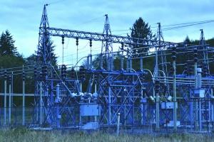 Severed power line leaves 10,000 in the dark