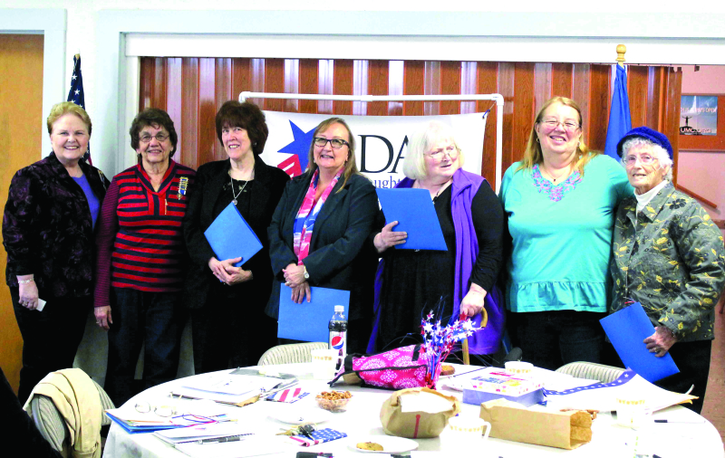 LOCAL HOQUIAM DAR CHAPTER INDUCTS 5 NEW MEMBERS
