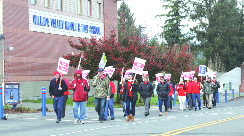 Teachers' strike closes Valley school for over a week