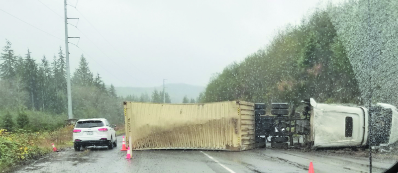 Tractor trailer accident causes 5 hour traffic snarl